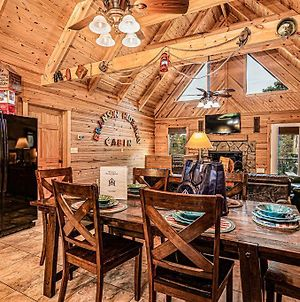 Luxury 2700 Sq Ft Log Cabin Private Hot Tub Game Room Pool Table Best View photos Exterior