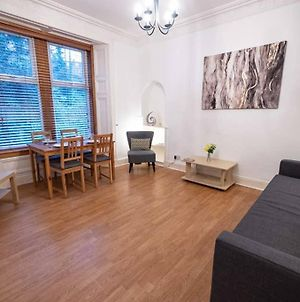 ☆ Spacious 2 Bed Flat, Close To University ☆ photos Exterior