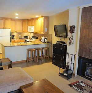 Spacious One Bedroom Condo With Full Kitchen! photos Exterior