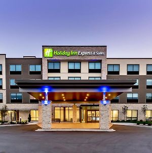 Holiday Inn Express & Suites - Milwaukee West Allis photos Exterior