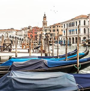 Charming Apartment On The Grand Canal photos Exterior