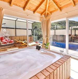 Golden Villa With Private Pool And Jacuzzi photos Exterior