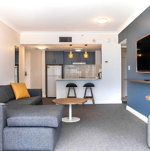 Modern 1-Bed Close To Transport And Shopping Hubs photos Exterior