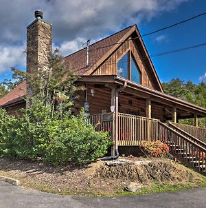 Sevierville Cabin With Hot Tub And Wraparound Deck photos Exterior