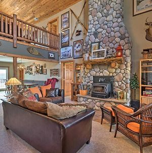 Amenity-Packed Cabin With Game Room And Mtn Views photos Exterior