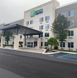 Holiday Inn Express Wixom, An Ihg Hotel photos Exterior