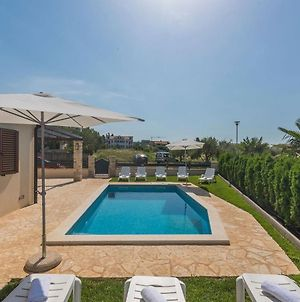 Villa With Private Pool And Garden Ideal For Up To 12 Guest photos Exterior