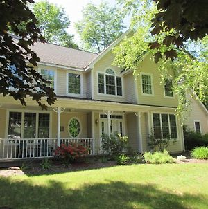 A Charming Private Home Rental, Beautifully Landscaped And Located In Forest Ridge, Lincoln, Nh photos Exterior