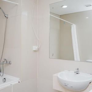 Fully Furnished With Comfortable Design 2Br Apartment Atria Residences By Travelio photos Exterior