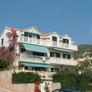 Apartments And Rooms Mate 1 - 130 M From Sea photos Exterior