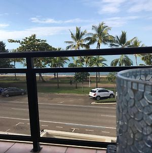 Townsville Strand Lighthouse Apartment - 3 photos Exterior