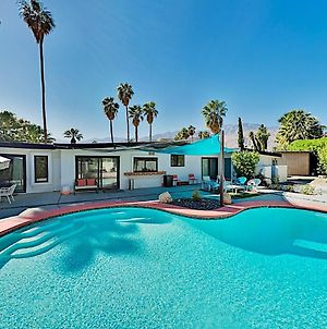 Stunning Remodeled Home With Pool & 2 Fireplaces Home photos Exterior