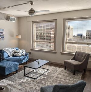 Gorgeous 1BR with Gym and Pool photos Exterior