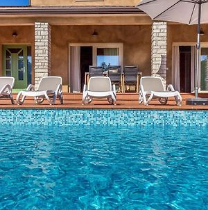 Beautiful Villa With Swimming Pool Surrounded By A Natural Fence photos Exterior