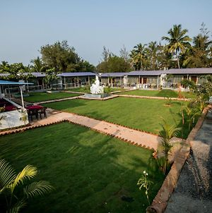 Treebo Trend Lands End Beach Resort Morjim photos Exterior