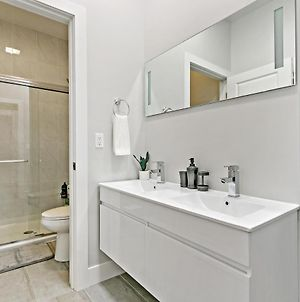 Brandnew Upscale 3Br, In-Unit Laundry, With Parking photos Exterior
