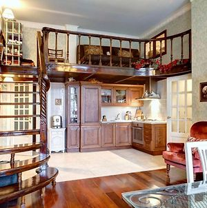 Large Apartment In The Center Of St. Petersburg photos Exterior