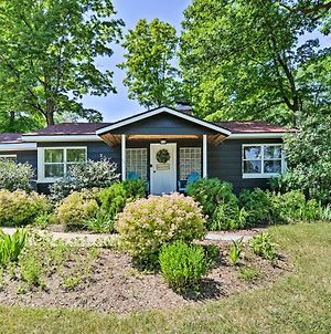 Modern Dog-Friendly Bungalow Near Shanty Creek! photos Exterior
