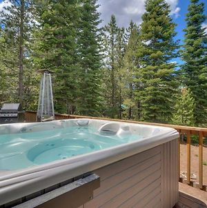 Spacious Viking Lodge With Game Room And Private Hot Tub! photos Exterior