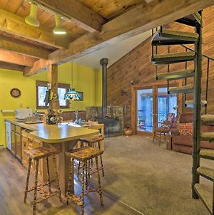 Pet-Friendly Maplecrest Cabin Home With 2 Decks photos Exterior