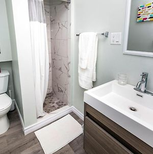 Newly Renovated - Modern 1Br With King Bed - Byward Market! photos Exterior