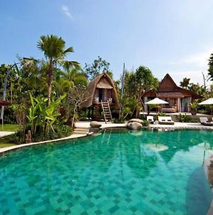 Stunning Palm Villa With 4 Bedroom And Pool photos Exterior
