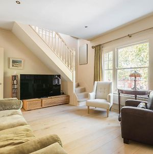 Charming Home In Leafy Parsons Green photos Exterior