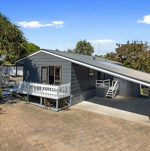 The Beach Hive Bach - Ohope Beach Holiday Home photos Exterior