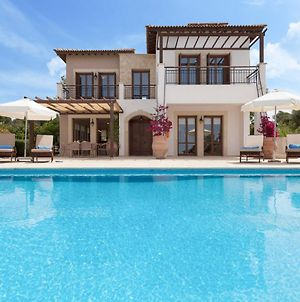 Villa In Kouklia Sleeps 6 With Pool And Air Con photos Exterior