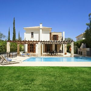 Villa In Kouklia Sleeps 4 With Pool And Air Con photos Exterior