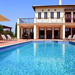 Villa In Kouklia Sleeps 6 Includes Swimming Pool And Air Con 3 photos Exterior