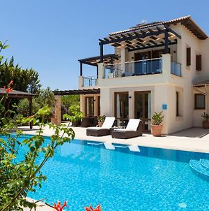 Kouklia Villa Sleeps 8 With Pool And Air Con photos Exterior