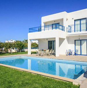 Villa In Pegeia Sleeps 6 Includes Swimming Pool And Air Con photos Exterior