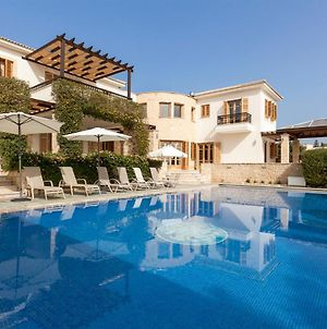 Villa In Kouklia Sleeps 10 With Pool And Air Con photos Exterior