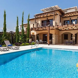 Villa In Kouklia Sleeps 4 Includes Swimming Pool And Air Con 9 photos Exterior