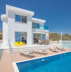 Protaras Villa Sleeps 10 With Pool photos Exterior