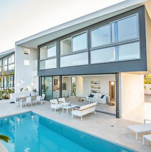 Villa In Paralimni Sleeps 6 Includes Swimming Pool And Air Con photos Exterior