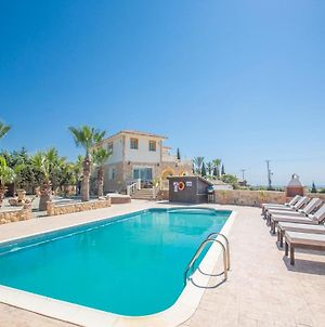 Villa In Protaras Sleeps 8 Includes Swimming Pool And Air Con 5 photos Exterior