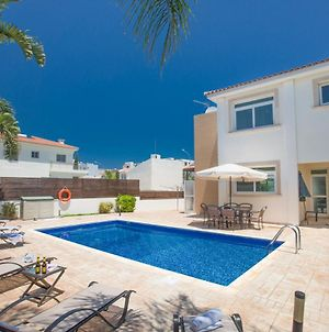 Protaras Villa Sleeps 6 With Pool photos Exterior