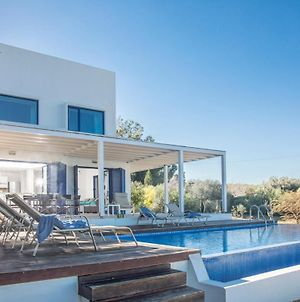 Villa In Protaras Sleeps 8 Includes Swimming Pool And Air Con 5 6 photos Exterior