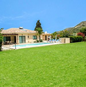 Villa In Pissouri Sleeps 6 Includes Swimming Pool And Air Con photos Exterior