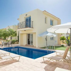 Villa In Protaras Sleeps 6 Includes Swimming Pool And Air Con 3 photos Exterior