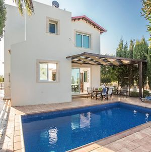 Villa In Protaras Sleeps 8 Includes Swimming Pool And Air Con 0 4 photos Exterior