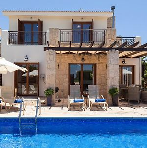 Villa In Kouklia Sleeps 6 Includes Swimming Pool And Air Con 6 3 photos Exterior