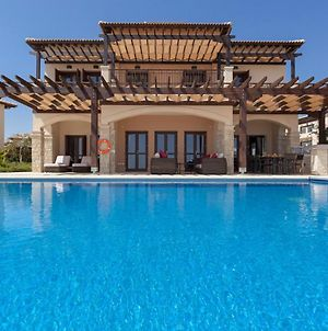 Villa In Kouklia Sleeps 10 Includes Swimming Pool And Air Con 7 photos Exterior