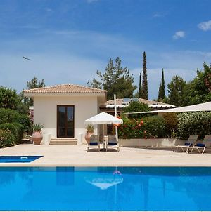 Villa In Kouklia Sleeps 4 Includes Swimming Pool And Air Con 5 photos Exterior