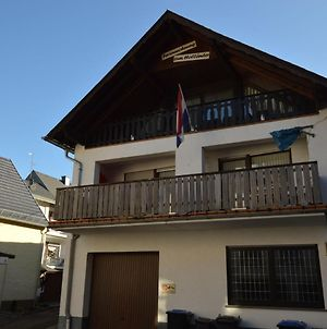 Comfortable Upper-Storey Apartment With Large Balcony In Wooded Area Near The Moselle River photos Exterior