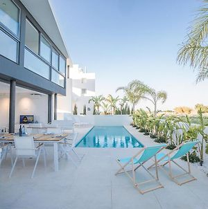 Villa In Paralimni Sleeps 6 Includes Swimming Pool And Air Con 6 photos Exterior