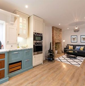 Temple Twenty5 - A Newly Refurbished, Modern Style Large 3 Bedroom House Vr photos Exterior