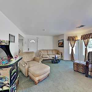 Corner Lot Gem With Hot Tub & Grill, Next To Shuttle Hotel Room photos Exterior